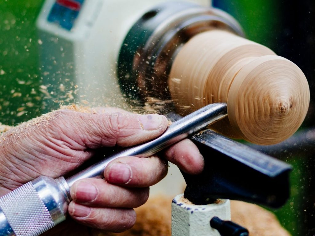 Using chisel on a lathe